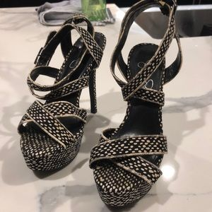 Jessica Simpson Black and White dot Platform Heels